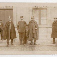 Fotografía antigua: FOTOGRAFÍA ANTIGUA DE POLICIAS DE UNIFORME. VILLAGARCÍA.. Lote 139464282