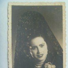 Fotografía antigua: PRECIOSO RETRATO DE SEÑORITA CON PEINETA Y MANTILLA. DE GABARROS (?) , BAZA , GRANADA. Lote 140029458