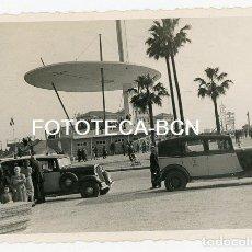 Fotografía antigua: FOTO ORIGINAL BARCELONA ALTAR CONGRESO EUCARISTICO TAXI CITROEN AÑO 1952. Lote 140076362