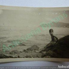 Fotografia antica: FOTOGRAFÍA ANTIGUA ORIGINAL. NIÑO EN LA PLAYA. ZARAUZ. AÑO 1933 (9 X 6 CM). Lote 140225710