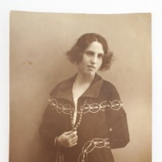 Photographie ancienne: VALLADOLID. FOTO DE JOVEN DAMA EN EL ESTUDIO DE GARAY. 1921. Lote 140712614