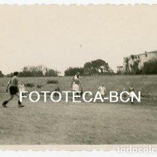 Fotografía antigua: LOTE 3 FOTOS ORIGINALES PARTIDO DE FUTBOL CAMPO CANODROMO GUINARDÓ BARCELONA AÑOS 40. Lote 141042242