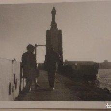 Fotografía antigua: ANTIGUA FOTOGRAFIA.PERSONAS EN TARIFA CADIZ 1960. Lote 141252934