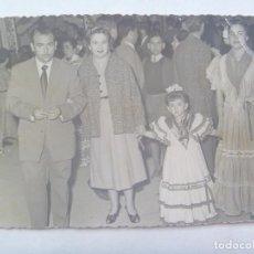 Fotografía antigua: MINUTERO DE FOTOGRAFO DE FERIA : FAMILIA, NIÑAS VESTIDA DE FLAMENCA. Lote 141256006