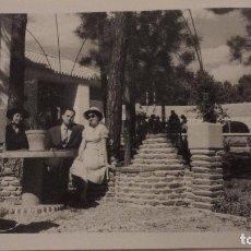 Fotografía antigua: ANTIGUA FOTOGRAFIA.PERSONAS EN HOTEL LAS CHAPAS.MARBELLA.MALAGA 1960. Lote 141526662