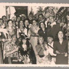 Fotografía antigua: FOTOGRAFIA ORIGINAL GRUPO DISFRACES 1952, FOTO GARCIA CORTES, TETUAN , ,9X 13,5 CM. Lote 142446106