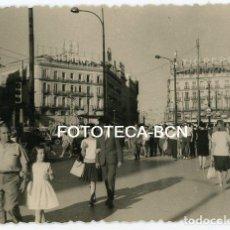 Fotografía antigua: FOTO ORIGINAL MADRID PUERTA DEL SOL AÑO 1963. Lote 142651634