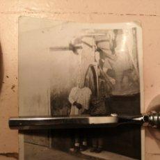 Fotografía antigua: RARISIMA FOTOGRAFIA DE DOBLE EXPOSICIÓN? NIÑOS Y BICICLETA. Lote 142732225