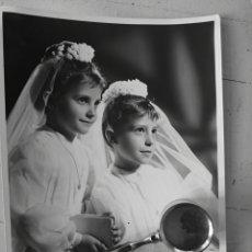Fotografía antigua: ANTIGUA FOTOGRAFIA, NIÑAS DE COMUNION, ALICANTE, AÑOS 60?. Lote 142787442