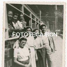 Fotografía antigua: FOTO ORIGINAL SANTUARIO DE NURIA ESTACION TREN CREMALLERA VIAJEROS AÑOS 50. Lote 143150702