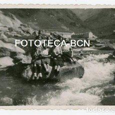Fotografía antigua: FOTO ORIGINAL SANTUARIO DE NURIA VISITANTES RIO AÑOS 50. Lote 143152262