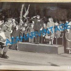 Fotografía antigua: MADRID, 1978, DESFILE MILITAR TRAS SANCIONAR LA CONSTITUCION EL REY, 240X180MM. Lote 143361174