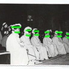 Fotografía antigua: CABALLERO DEL S.SEPULCRO.TOTANA, MURCIA. ORDEN DEL SANTO SEPULCRO. 1957. MARTÍN CAMINOS. MADRID. GPC. Lote 143638102