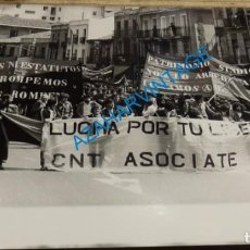 Fotografía antigua: MADRID, 1981, MANIFESTACION CNT AIT, 255X200MM. Lote 143644506