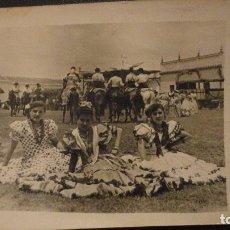 Fotografía antigua: ANTIGUA FOTOGRAFA.ROMERIA VIRGEN DEL ROCIO.ALMONTE.AÑOS 50. Lote 143859202