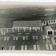 Fotografía antigua: FOTO ORIGINAL FABRICA TEXTIL ROCA UMBERT VISTA AEREA DE LAS NAVES AÑOS 50. Lote 143989082