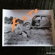 Fotografía antigua: FOTOGRAFÍA DE RENAULT 4 CV. COCHE. (RENAULT 4CV). VEHÍCULO, AUTOMÓVIL. FOTO.. Lote 144324550