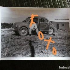 Fotografía antigua: FOTOGRAFÍA DE RENAULT 4 CV. COCHE. (RENAULT 4CV). VEHÍCULO, AUTOMÓVIL. FOTO.. Lote 144324930