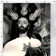 Fotografía antigua: FOTOGRAFÍA DE JESÚS DE LA REDENCIÓN EN EL BESO DE JUDAS SEMANA SANTA DE SEVILLA. Lote 144430182