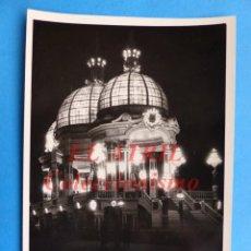 Fotografía antigua: VALENCIA - PABELLON MUNICIPAL FERIA DE JULIO, VISTA NOCTURNA - AÑOS 1940-50. Lote 144840658