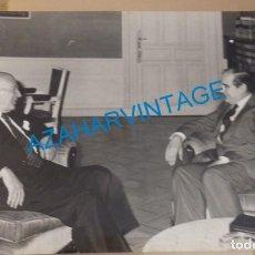 Fotografía antigua: MADRID, 1976, JOSEP TARRADELLAS CON EL MINISTRO DE ADMINISTRACION TERRITORIAL, ANTONIO FONTAN. Lote 144845442