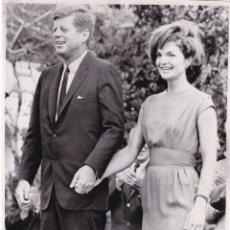 Fotografía antigua: FOTO PRESS PRENSA ORIGINAL 1962 ESTADOS UNIDOS PRESIDENTE JOHN F Y JACKIE KENNEDY. Lote 144910190