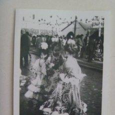 Fotografía antigua: MINUTERO DE FOTOGRAFO DE FERIA : NIÑAS VESTIDAS DE FLAMENCA. Lote 145293426