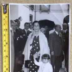 Fotografía antigua: FOTOGRAFÍA FRANCISCO FRANCO CARMEN POLO Y CARMEN MARTÍNEZ-BORDIU VISITA SANTANDER CANTABRIA AÑOS 60. Lote 145749789