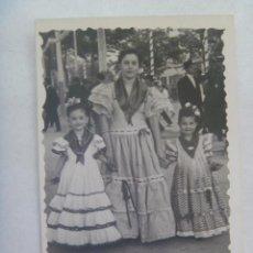 Fotografía antigua: MINUTERO DE FOTOGRAFO DE FERIA : MUJER Y NIÑAS VESTIDA DE FLAMENCA. Lote 145856542