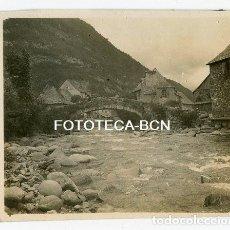 Fotografía antigua: FOTO ORIGINAL ARTIES PUENTE RIO VALARTIES VALL D'ARAN AÑOS 30. Lote 146095474