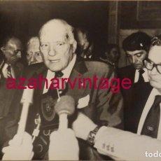 Fotografía antigua: BARCELONA, 1979, RUEDA DE PRENSA DE JOSEP TARRADELLAS, 240X180MM. Lote 146126022