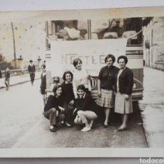 Fotografía antigua: CANTABRIA. LA PENILLA. EXCURSIÓN DEL PERSONAL DE NESTLÉ. AÑOS 60S.. Lote 146358285
