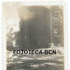 Fotografía antigua: FOTO ORIGINAL BARCELONA CALLE ADOQUINES LEVANTADOS DECLARACION ESTADO CATALAN SUCESOS 6 OCTUBRE 1934. Lote 146646058