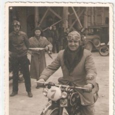 Fotografía antigua: VALENCIA 1950 CARRERA DE REGULARIDAD DE LA MOTO CLUB , VALENCIA-CASTELLÓN. 1ER. PREMIO .FOTO OLALLA.. Lote 147562570