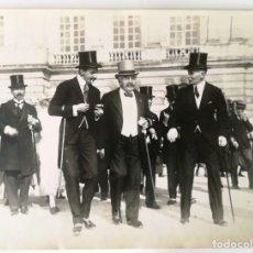 Fotografía antigua: HENRI MANUEL 2 FOTOGRAFÍAS 1921 REY ESPAÑA ALFONSO XIII -PRESIDENTE REPUBLICA FRANCIA MILLERAND 1921. Lote 147683982