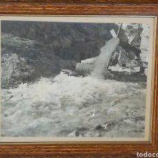 Fotografía antigua: ANTIGUA FOTOGRAFIA AÑO 69 , GRANDE 40X34CM ENMARCADA. ONTENIENTE, POZO EN EL BARRANCO.. Lote 148682684