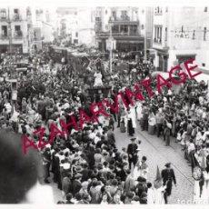 Fotografía antigua: SEMANA SANTA SEVILLA, AÑOS 30, COFRADIA DE LAS AGUAS, 24X18 CMS, LEER DESCRIPCION. Lote 148835602