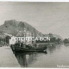 Fotografía antigua: FOTO ORGINAL ALICANTE PASEO MARITIMO PUERTO BARCOS PESCADORES AÑOS 40/50. Lote 148882038