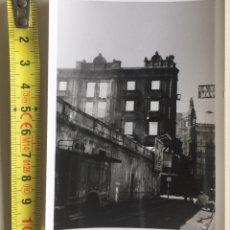 Fotografía antigua: FOTOGRAFÍA EDIFICIO MACHO INCENDIÓ CAMIÓN DE BOMBEROS - SANTANDER (CANTABRIA) AGOSTO 1971. Lote 149345829