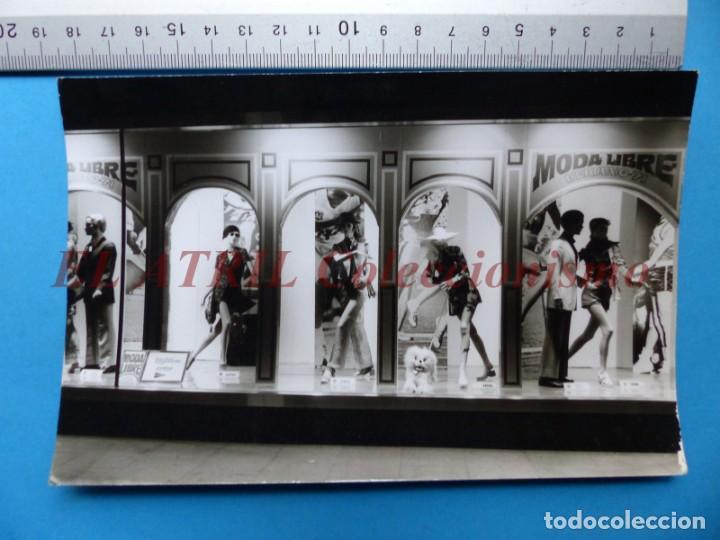 Fotografía antigua: VALENCIA - 12 FOTOGRAFIAS DE LOS ESCAPARATES EL CORTE INGLES - Año 1971 - FINEZAS Y LOPEZ-VIVAS - Foto 2 - 149849306