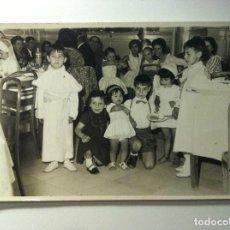 Fotografía antigua: FOTOGRAFIA - NIÑOS EN CELEBRACION - PRIMERA COMUNION. Lote 149876890