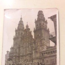 Fotografía antigua: FOTO CATEDRAL SANTIAGO COMPOSTELA PELEGRINOS. Lote 150266916