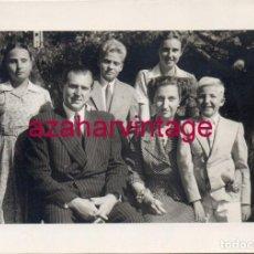 Fotografía antigua: 1951, FELICITACION NAVIDEÑA DE DON JUAN DE BORBON Y DOÑA MARIA DE LAS MERCEDES, FIRMA ORIGINAL. Lote 150791498