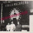 Fotografía antigua: SEMANA SANTA SEVILLA, 1964, ALTAR EN LA CALLE, CORONACION DE LA MACARENA, 105X75MM. Lote 151417830