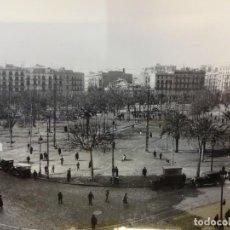 Fotografía antigua: PLAZA DE CATALUÑA. FOTO 24 X 18 CTMS. COPIA AÑOS 60S. ARCHIVO CASA DEL ARCEDIANO. BARCELONA. Lote 152010886