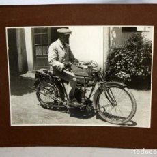 Fotografía antigua: FOTOGRAFIA- SEÑOR CON MOTO-AÑOS 20.. Lote 153271334