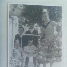 Fotografía antigua: BONITA FOTO DE NIÑAS VESTIDAS DE FLAMENCA. Lote 153612810