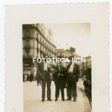 Fotografía antigua: FOTO ORIGINAL MADRID PUERTA DEL SOL AÑOS 40/50. Lote 153678738
