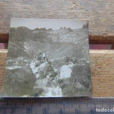 Fotografía antigua: FOTO FOTOGRAFIA BOY SCOUTS O SIMILAR NIÑOS DE ESCURSION SIERRA . Lote 155587114
