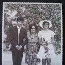 Fotografía antigua: CTC - AÑOS 70 - POSADO NOVIOS (I) - NOVIA DE CORTO - GRANDE 17,5 X 12,5 CM. Lote 155802170
